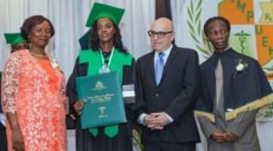 Éducation : 114 récipiendaires issus de la Faculté de médecine de l'UEH ont reçu leur diplôme 1