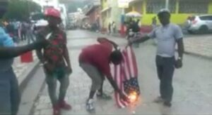 Cap-Haïtien (Nord) : incendie d'un drapeau américain par des manifestants 1