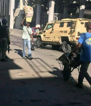 Port-au-Prince : un véhicule de la Police nationale d'Haïti attaqué au Bel-Air