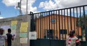 Protestation devant le bureau de l'Ed'H dans la commune de Hinche (Centre)