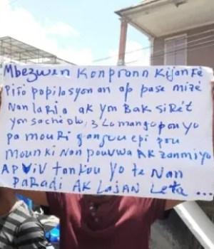 Protestation devant les locaux du Ministère de l'économie et des finances