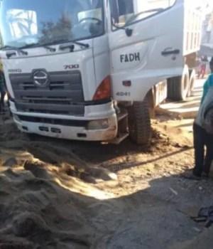 Nord'Est : un camion de matériaux de construction intercepté par la population à Grand Bassin