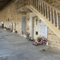La Bastide et ses tombes