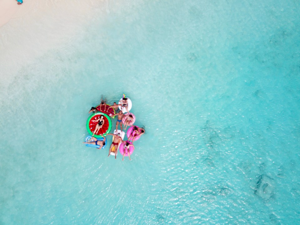 Curaçao com bóias coloridas, fica tão lindo