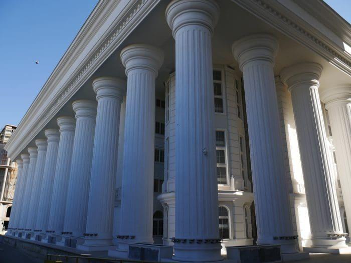 Colonnes à Skopje 700x526 1