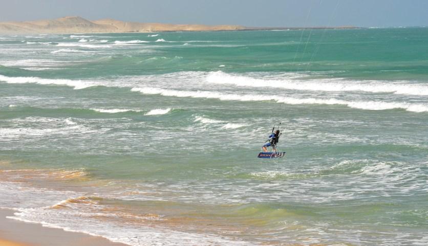 thomas en test sur la grande plage de Chaves
