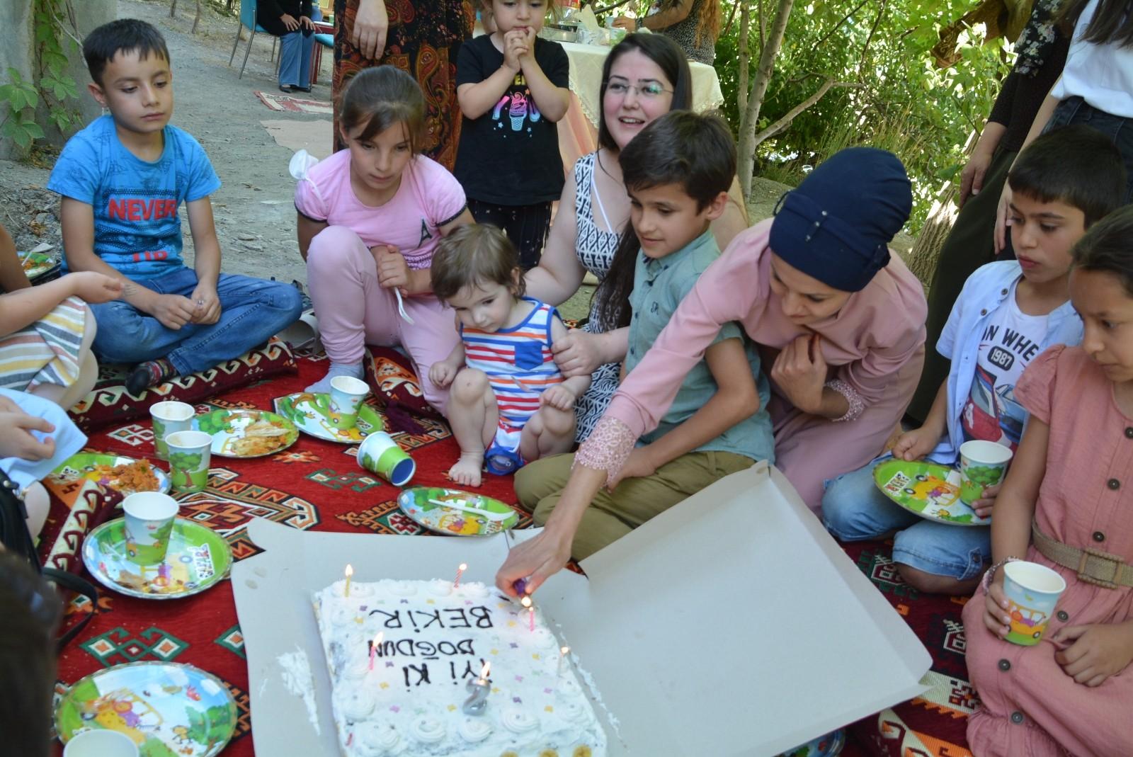 Hakkari'de masal ve doğum günü etkinliği