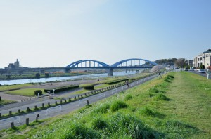 多摩川土手から 中原街道丸子橋方面