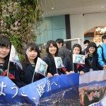 3月26日の函館駅と駅前広場-ブルーインパルスも