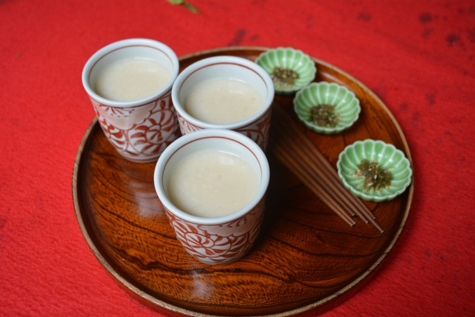 Amasake is a non-alcoholic sweet warm drink. Just the thing for thirsty Tokaido walkers.