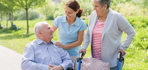 التعامل مع مريض باركنسون .. خطوات بسيطة تساعدك وتساعدهم
