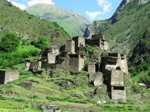 مجمع حصون قرية موتسو باقليم متسخيتا على ارتفاع 1880 متر