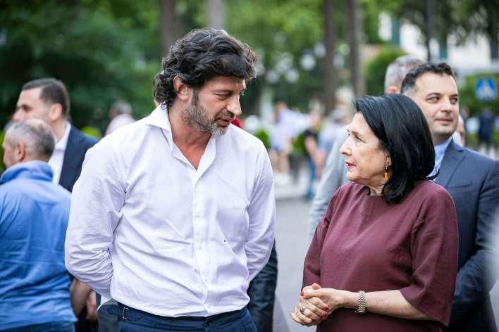 سالومي و كاخا أثناء تفقد ساحة أوربيلياني