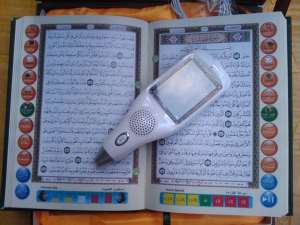 pl455885-islamic_gift_8gb_flash_translation_and_recitation_digital_quran_pen_with_screen_oem