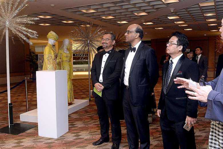 president Zahidi Abdul Rahman, Mr Tharman, gala dinner and awards chairman Abdul Rohim Sarip and wedding entrepreneurs cluster chairman Aziz Mohammad were at the charity gala dinner held by the Singapore Malay Chamber of Commerce and Industry to celebrate its 60th anniversary.PHOTO: BERITA HARIAN