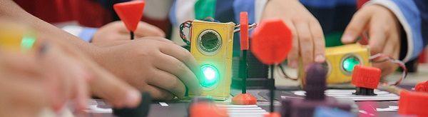 Taller de educación vial y robótica para padres e hijos de la Fundación Mapfre en Rockbotic Salamanca