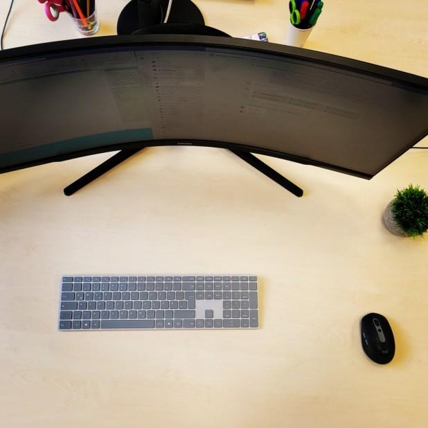 Mein Arbeitsplatz in der Schule: Schreibtisch, Monitor, Wellness 4