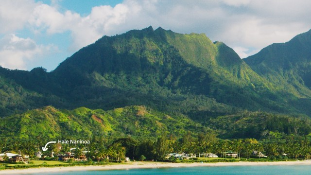 Hihimanu mountain above Hanalei beach and Hale Naninoa.
