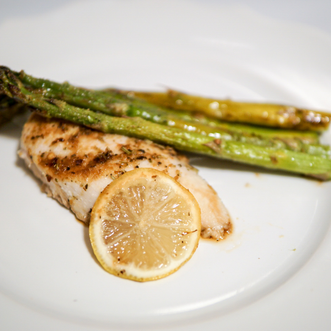 Five Ingredient Lemon Chicken and Asparagus {Recipe}