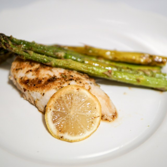 5 Ingredient Lemon Chicken and Asparagus