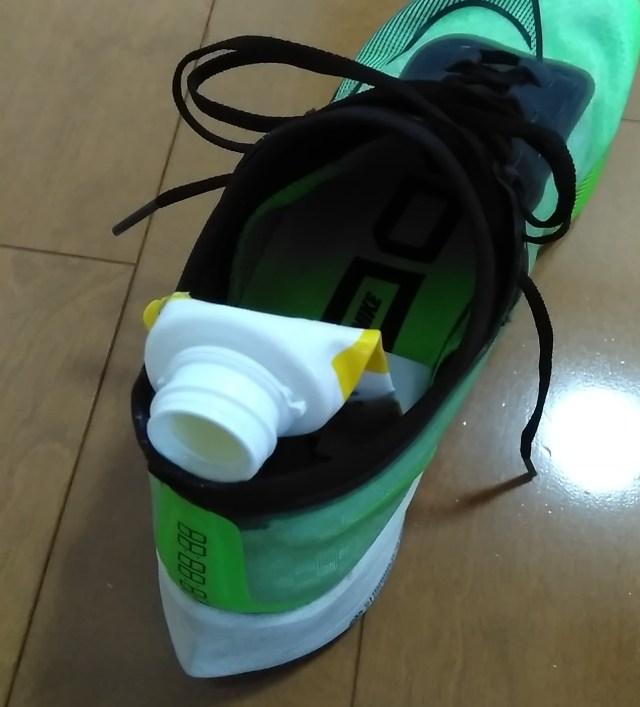 ランニングシューズの靴擦れ防止の方法にはワセリンが効果的【ズームフライ3アキレス腱あたり】