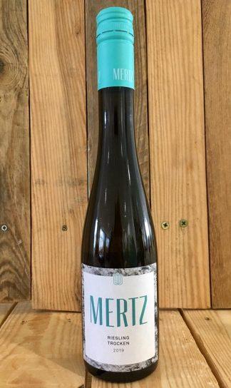 Mertz riesling witte wijn hout achtergrond