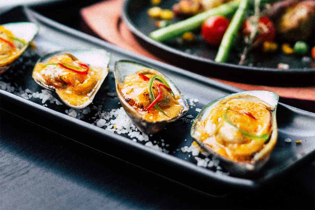 Japanese fusion food photo by Vitchakorn Koonyosying (@mggbox) on Unsplash