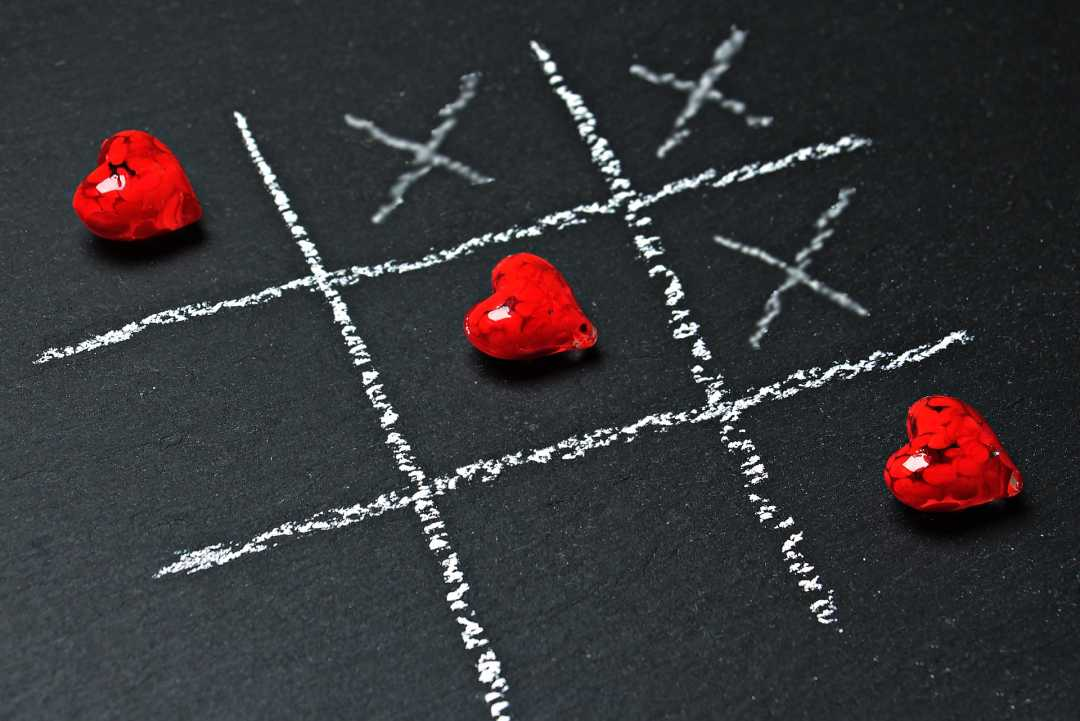 tic tac toe with hearts & x's