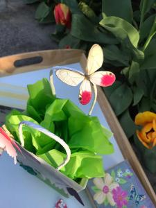 DIY Butterfly Party Favor | Halfpint Design - Cute little favor bag, use a small craft bag filled with treats, or this larger bag as a party loot bag or a gift bag for the birthday girl. Close up of the butterfly hand cut from a printable available in post.