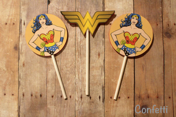 Printable Wonder Woman cupcake toppers - Wonder Woman Party Food | Halfpint Design, party ideas, party themes