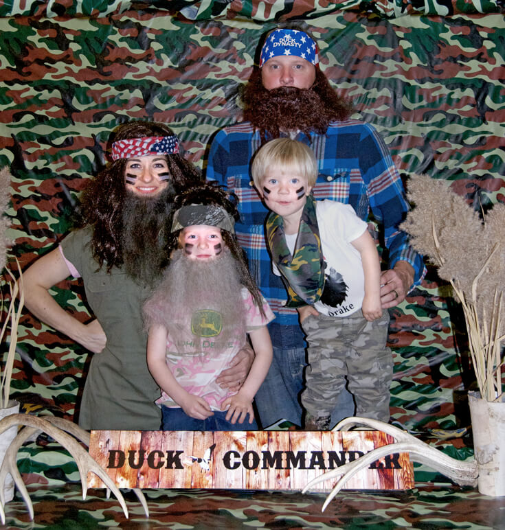 Family hunting photo. Looks like we've got a winner for next years Christmas card! Hunting Themed Birthday Party | Halfpint Design - Duck Dynasty, duck hunt party, hunting party, birthday party theme