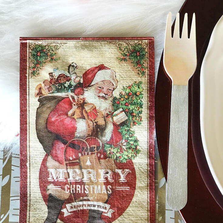 Looking for some good ol' fashioned Christmas decor? Add silver washi tape to wooden utensils for a little more shine. Check out all the details of this Cozy Cottage Christmas Tablescape on Halfpint Design. Farmhouse Style Christmas table, Vintage Christmas.