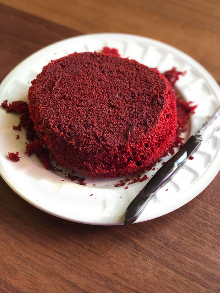 Carving a layer for a red velvet Brain Cake tutorial