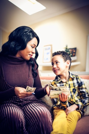 Should You Pay Your Kids for Good Grades | parenting | pay kids for good grades | education | school | kids stuff
