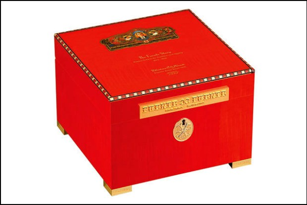 2011 Limited Edition Fuente Story Humidor Red