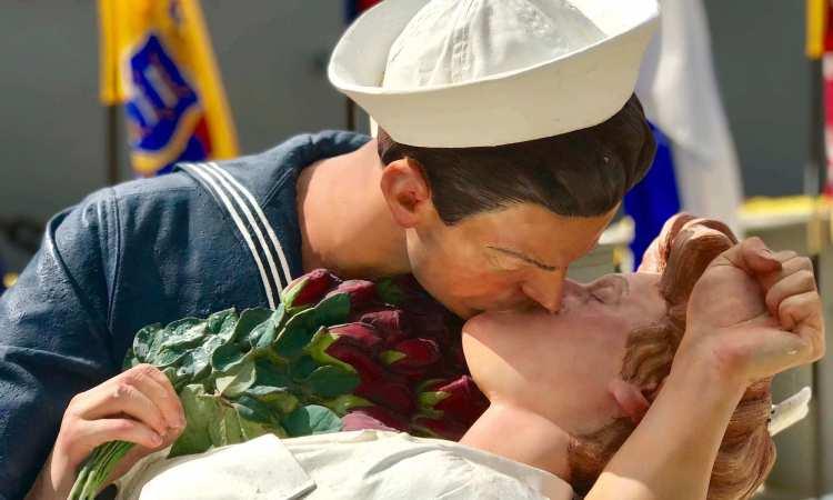 Kissing Couple Battleship Missouri