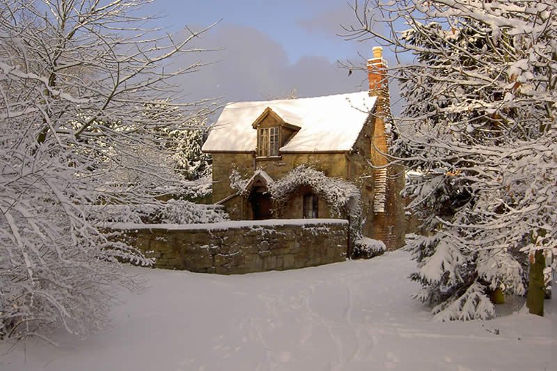 Harvest Cottage in the snow