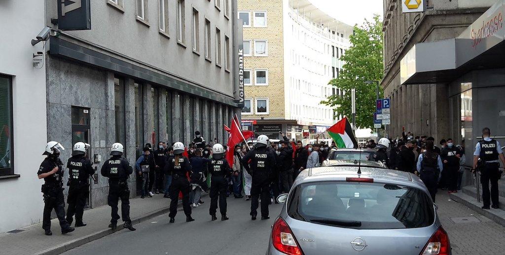 Gelsenkirchens Oberbürgermeisterin Karin Welge hat antisemitischen Vorfälle am Mittwochabend in der Nähe der Synagoge in der Innenstadt verurteilt.