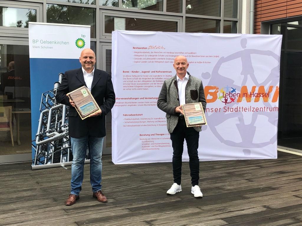 """Das Stadtteilzentrum """"Bonni"""" und die Ruhr Oel GmbH – BP Gelsenkirchen haben eine Kooperationsvereinbarung getroffen. Somit soll die Arbeit des Inklusionsbetriebes stärker gefördert werden."""