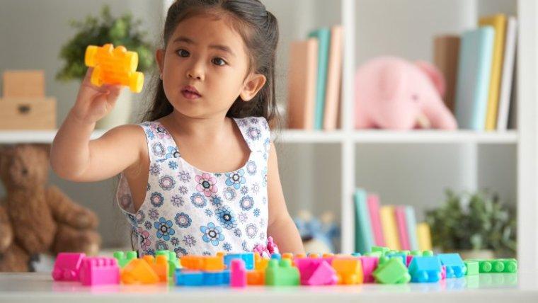Tips Memilih Mainan Anak Sesuai Usia