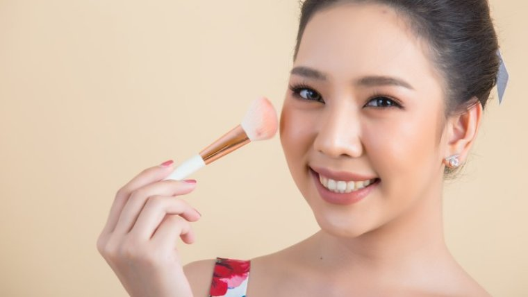 Bagaimana Cara Pilih Kosmetik Aman untuk Ibu Hamil?