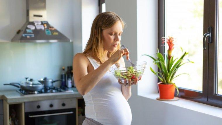 Moms Hati-Hati! Makanan Berisiko Kontraksi yang Biasa Dikonsumsi