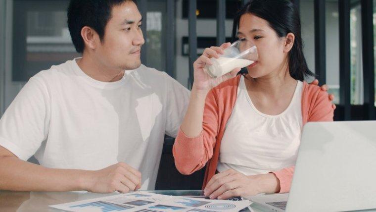 10 Rekomendasi Susu Terbaik untuk Ibu Hamil