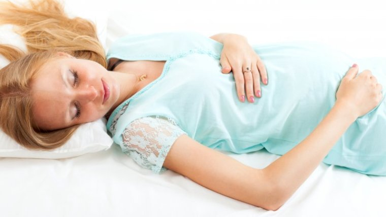 Mom, Ini Posisi Tidur Ibu Hamil 6 Bulan yang Baik