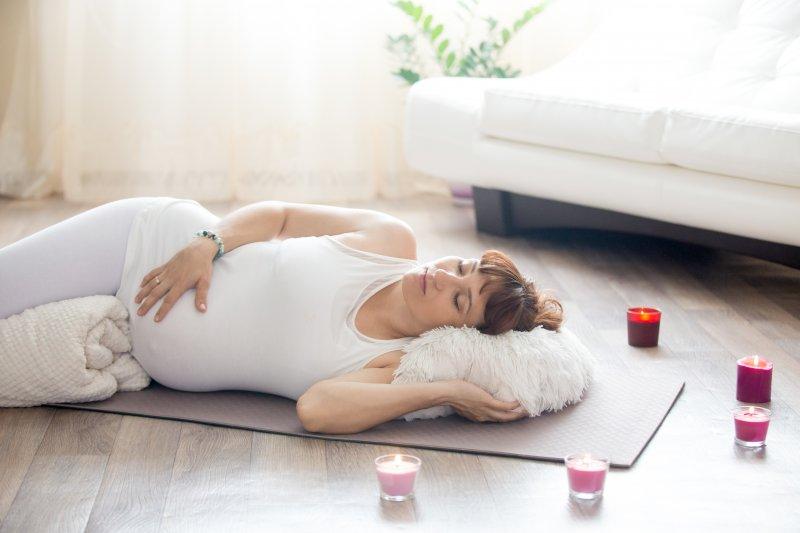 Moms, Ini Posisi Tidur Ibu Hamil dengan Plasenta Previa