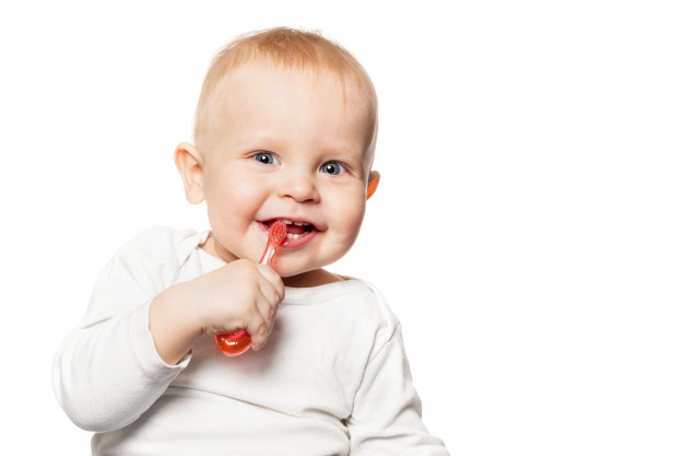 Ini Dia Moms Cara Membersihkan Lidah Bayi