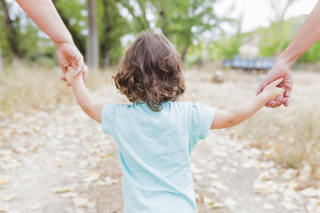 Mengenal Tipe Helicopter Parenting dan Apa Efeknya pada Anak