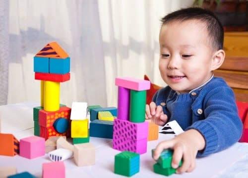 5  Mainan Edukasi  Anak 1 Tahun  Ini Harus Moms Beli!
