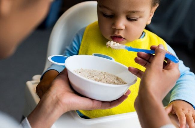 Moms Perlu Tahu Daftar Makanan MPASI yang Baik Untuk Bayi 6 Bulan