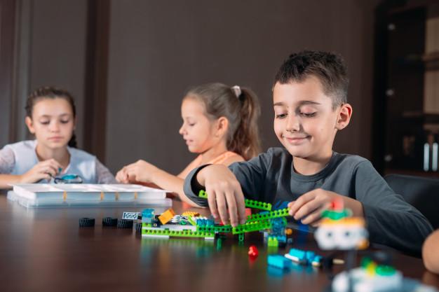 Moms Wajib Tahu Mainan Edukasi Anak Belajar Menulis